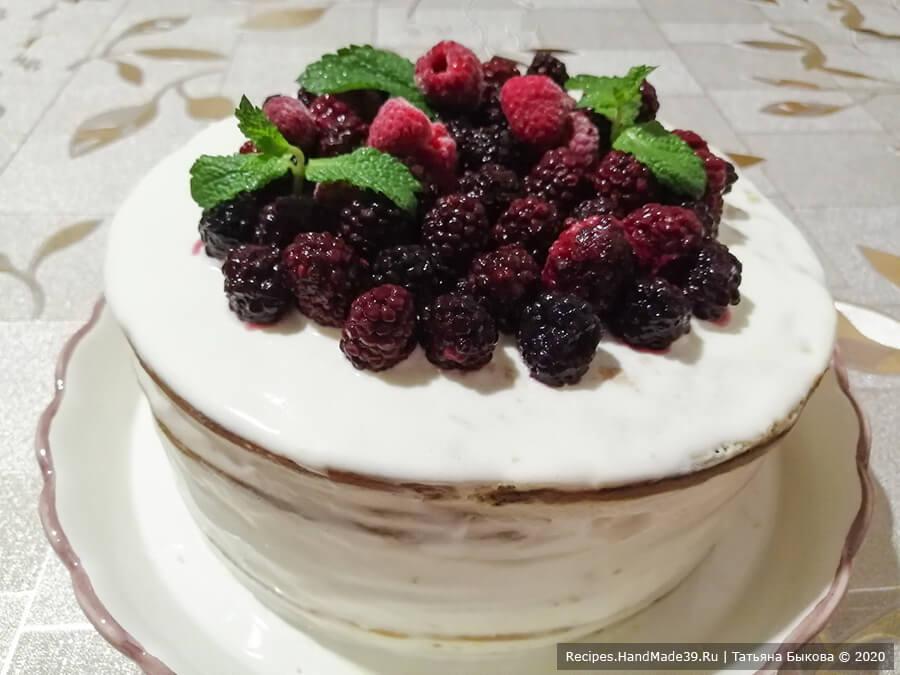 Медовик на сковороде – фото шаг 10. Дать торту настояться в холодильнике 4-5 часов. Украсить по вкусу. Приятного аппетита!