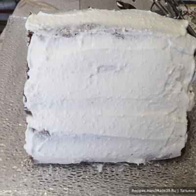 Блинный торт «Монастырская изба» – фото шаг 4. Горку обмазать оставшимся кремом