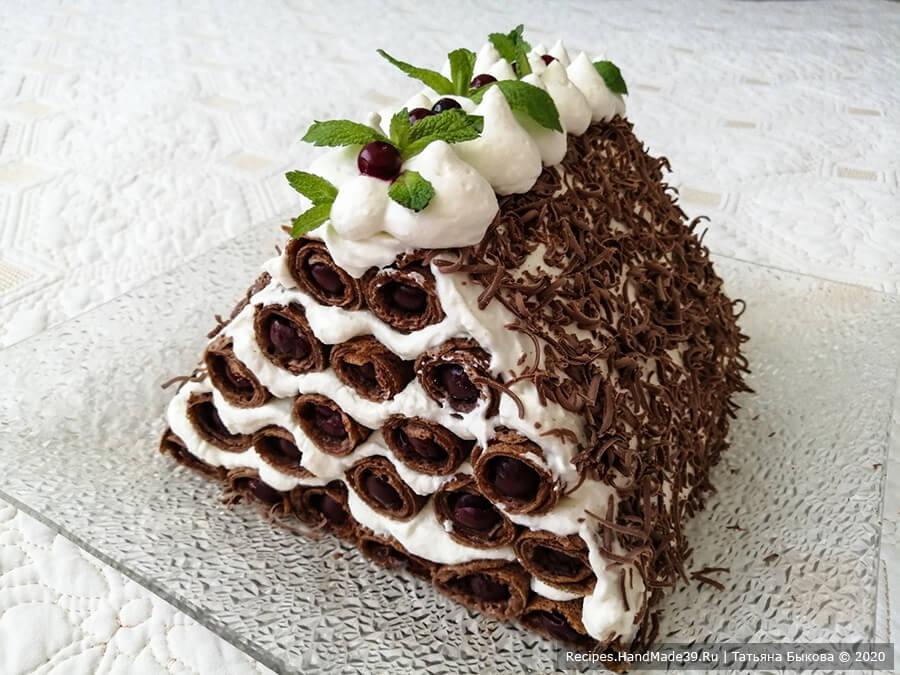 Блинный торт «Монастырская изба» с вишнями и сливочно-творожным кремом