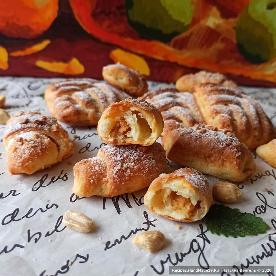 Печенье с арахисовой начинкой – фото шаг 14. Выпекать печенье около 15 минут в духовке, разогретой до температуры 180 °C. Приятного аппетита!