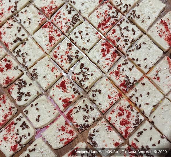 Печенье крекер – фото шаг 7. Нарезать печенье любой формы, выложить на противень
