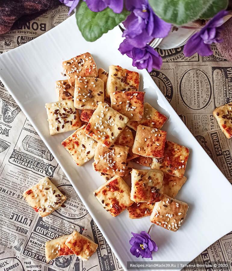 Печенье крекер – фото шаг 8. Выпекать печенье крекер 10-12 минут в духовке, разогретой до температуры 180 °C. Приятного аппетита!