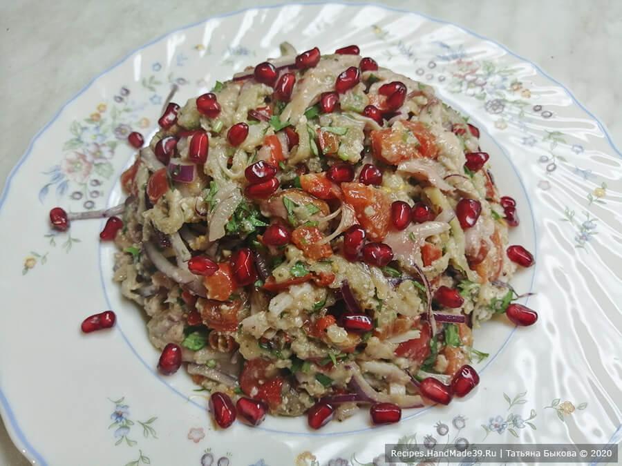 Салат «Ацецили» – фото шаг 8. Готовый салат «Ацецили» посыпать зернами граната и подавать к столу. Приятного аппетита!