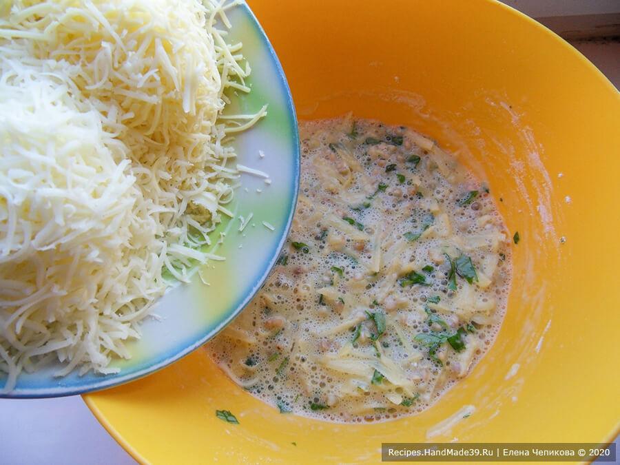 Кексы из зелёной гречки – фото шаг 6. Твёрдый сыр и сулугуни натереть на средней тёрке. Соединить гречневую массу и сыр, посолить по вкусу