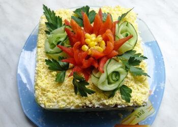 Салат с крабовыми палочками и кукурузой – пошаговый кулинарный рецепт с фото