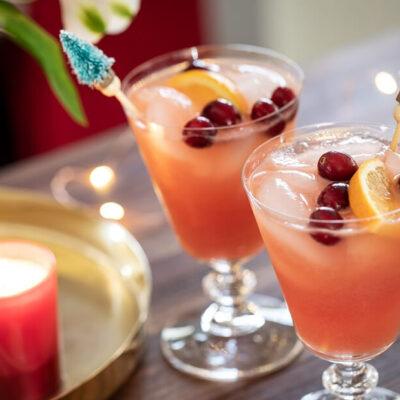 Рождественский коктейль с водкой «Клюква и апельсин»