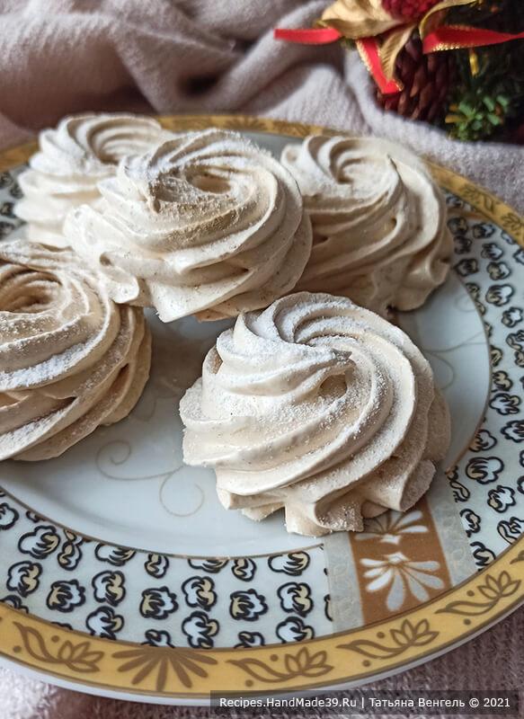 Кофейный зефир – фото шаг 7. Посыпать сахарной пудрой и при желании соединить зефир по две половинки. Приятного аппетита!