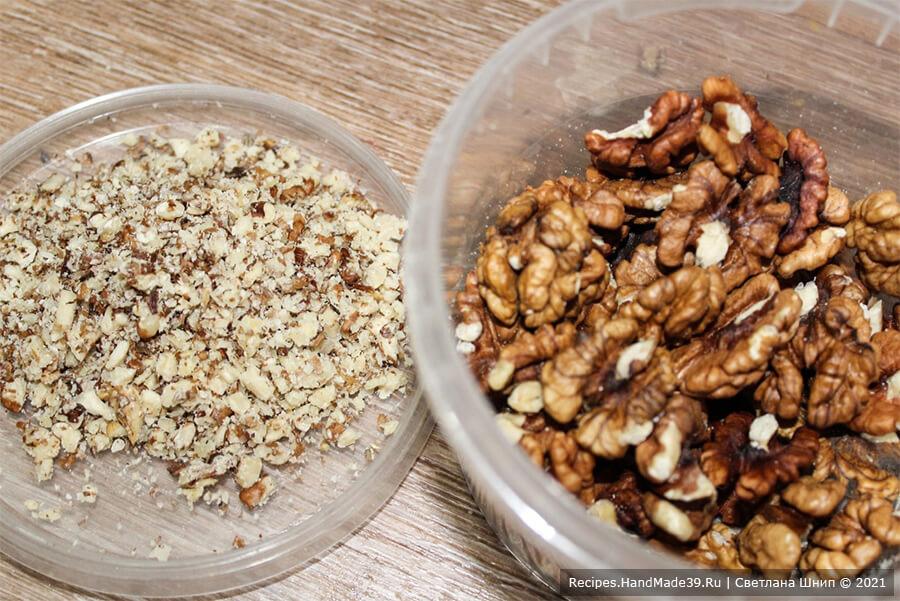 Зефир из хурмы – фото шаг 1. Грецкие орехи обжарить и измельчить
