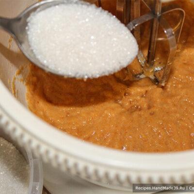 Зефир из хурмы – фото шаг 3. Соединить пюре яблока и пюре хурмы, добавить сахар и яичный белок