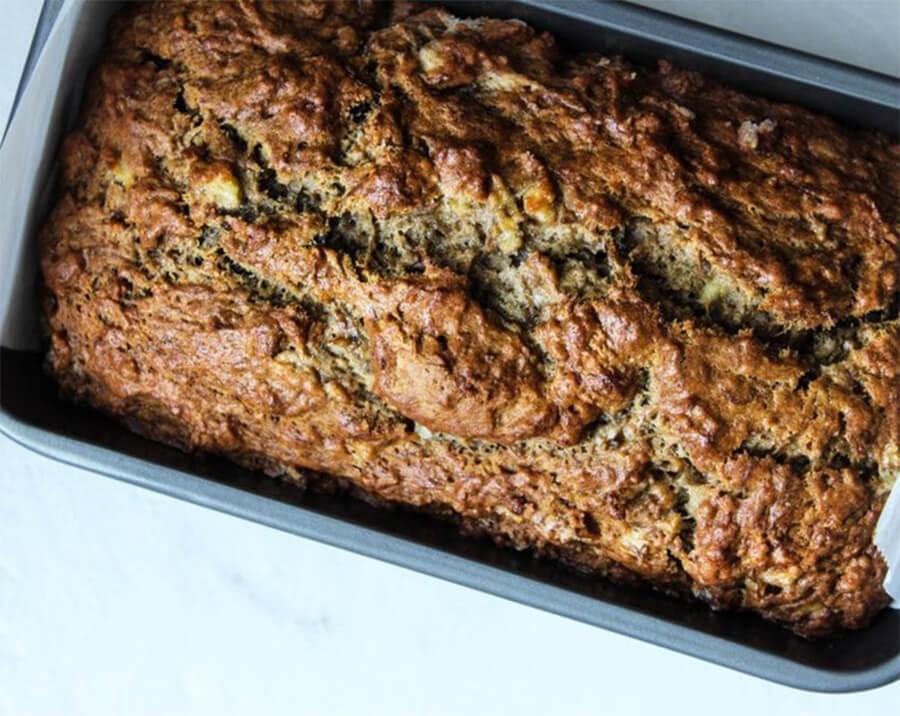 Банановый хлеб – фото шаг 6. Готовность хлеба проверяйте деревянной шпажкой. Она должна выйти чистой из липкого теста