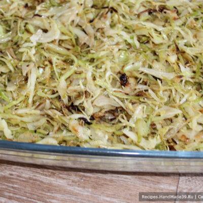 Пирог с капустой на кефире – фото шаг 10. Затем выкладываем начинку