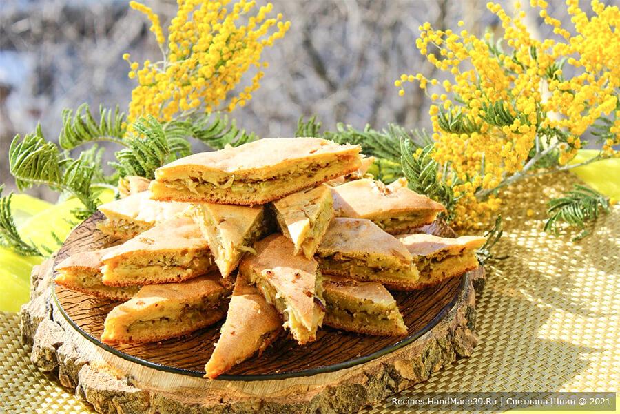 Заливной пирог с капустой на кефире и сметане
