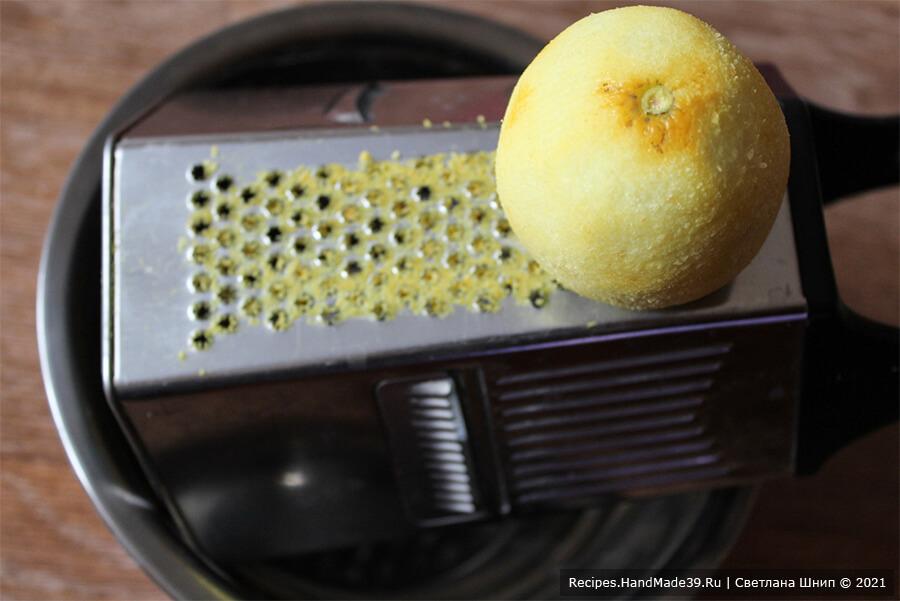 Печенье «Мимоза» – фото шаг 3. Лимон вымыть, вытереть насухо. Натереть цедру на мелкой тёрке, выдавить сок