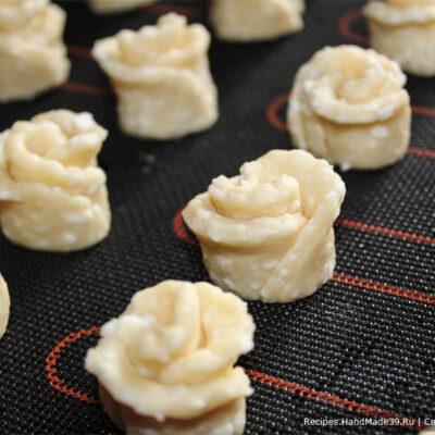 Творожное печенье «Розочки» – фото шаг 9. Получаются «розочки»