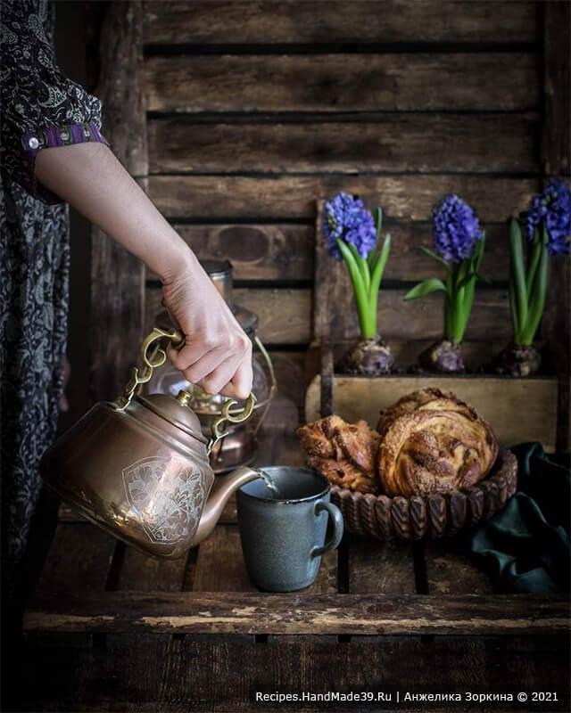 Дрожжевые булочки-завитушки без яиц, сливочного масла и молока с изюмом и корицей – очень вкусная выпечка к чаю!