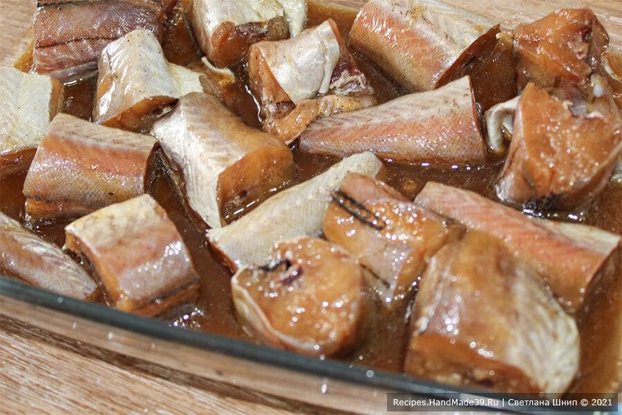 Рыба в медово-соевом маринаде – фото шаг 7. Запекать рыбу 20 минут в духовке, разогретой до температуры 180 °C