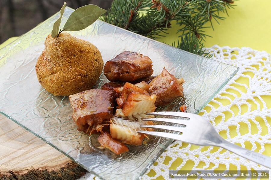 Рыба в медово-соевом маринаде – фото шаг 8. За 2-3 минуты до окончания готовки полейте рыбу оставшимся маринадом. Приятного аппетита!