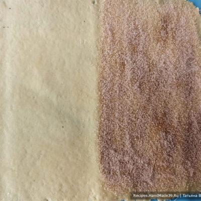 Песочно-слоёное печенье – фото шаг 9. То же самое проделать с другой частью теста, только присыпать смесью №2 (сахар с корицей)