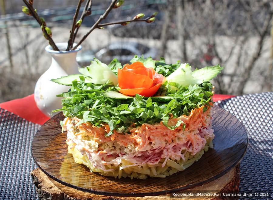 Слоёный салат с зелёной редькой и редисом «Весенний»