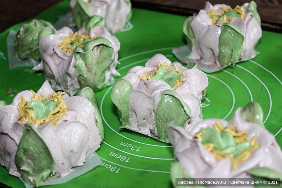 Вишнёвый зефир «Цветы» – фото шаг 10. Переложить зефирную массу в мешок