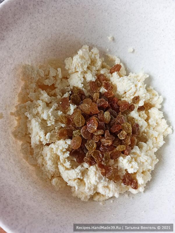 Булочки с творожной начинкой – фото шаг 9. Добавить в начинку по желанию изюм, сухофрукты, орехи