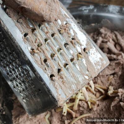 Печенье «Гнёзда» – фото шаг 5. Добавить в массу холодное сливочное масло, натёртое на крупную тёрку