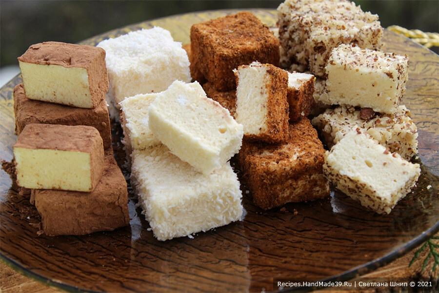 Конфеты «Птичье молоко» – фото шаг 15. Обвалять конфеты в какао / орехах / шоколадной глазури / кокосовой стружке и т. д. Приятного аппетита!