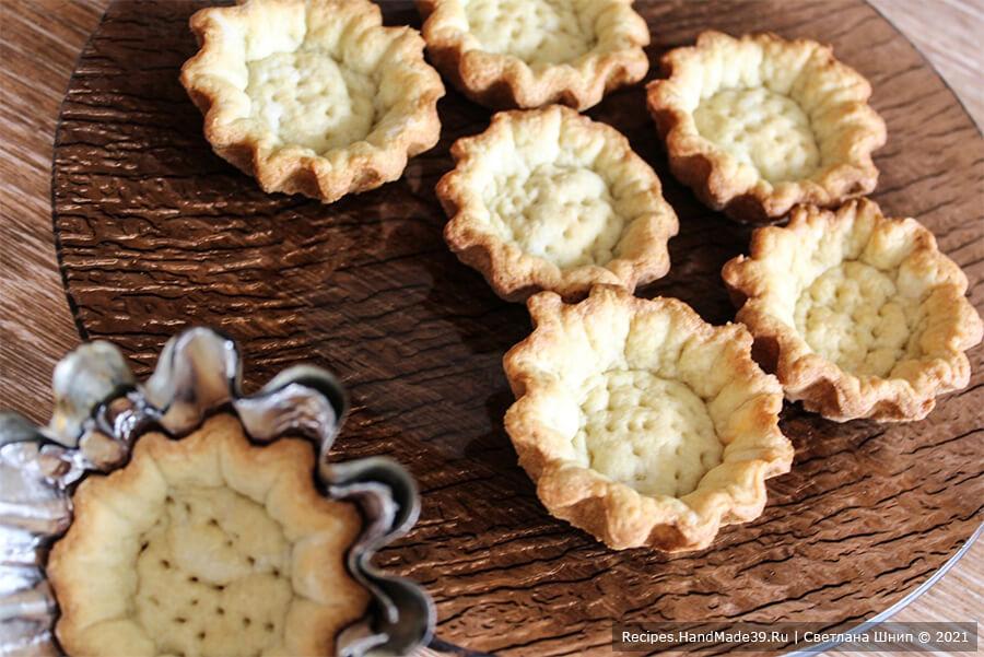 Пирожные «Корзиночки» с белково-заварным кремом – фото шаг 9. Выпекать корзиночки около 15 минут в духовке, разогретой до температуры 180 °C