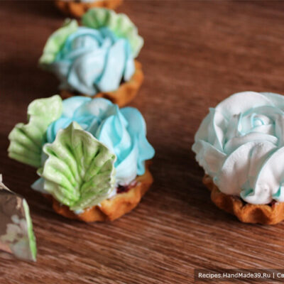 Пирожные «Корзиночки» с белково-заварным кремом – фото шаг 17. Насадка для крема «лепесток» («полоса»), крем приготовлен на водяной бане