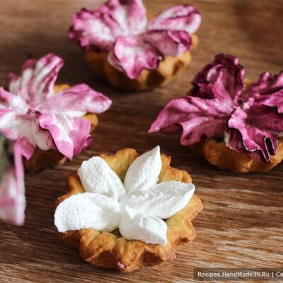 Пирожные «Корзиночки» с белково-заварным кремом – фото шаг 18. Крем, приготовленный на паровой бане