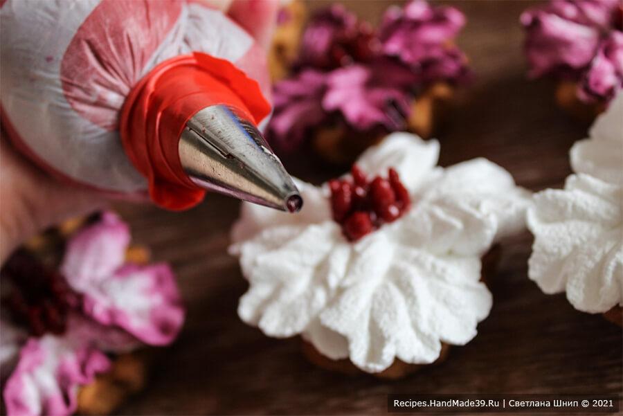 Пирожные «Корзиночки» с белково-заварным кремом – фото шаг 19. Насадка «трубочка» (крем приготовлен на паровой бане)