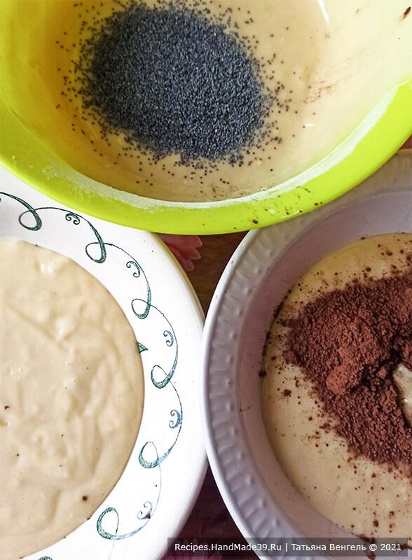 Кекс на кефире – фото шаг 5. Разделить тесто на три части. Одну оставить, во вторую добавить мак, в третью 1 какао-порошок