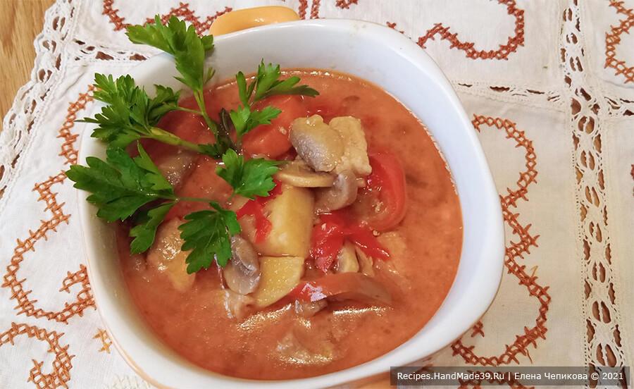 Жаренка со свининой – фото шаг 13. В готовый суп-жаренку добавить свежую зелень. Приятного аппетита!