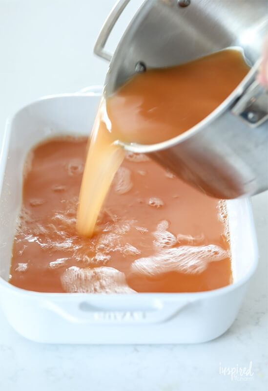Ледяной коктейль с виски – фото шаг 3. Вылить эту смесь в форму для заморозки объёмом не менее 3 литров