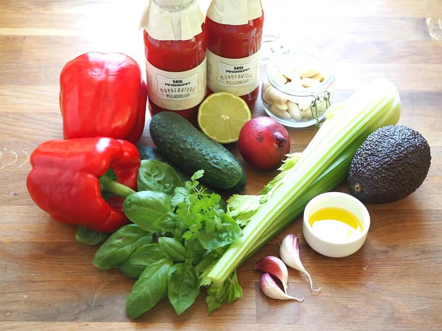 Томатный холодник Гаспачо – фото шаг 1. Подготовить все ингредиенты. Овощи и зелень вымыть