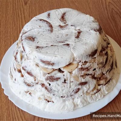 Торт из пряников и бананов – фото шаг 14. Снять миску и пищевую плёнку