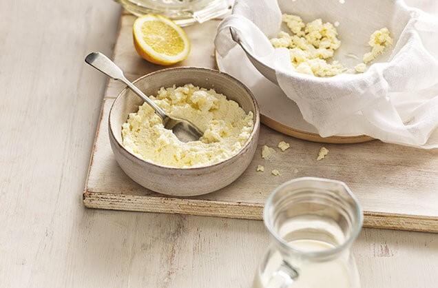 Как сделать рикотту – фото шаг 3. Рикотта готова для употребления в пищу. Готовый сыр можно хранить в холодильнике в течение 48 часов. Приятного аппетита!