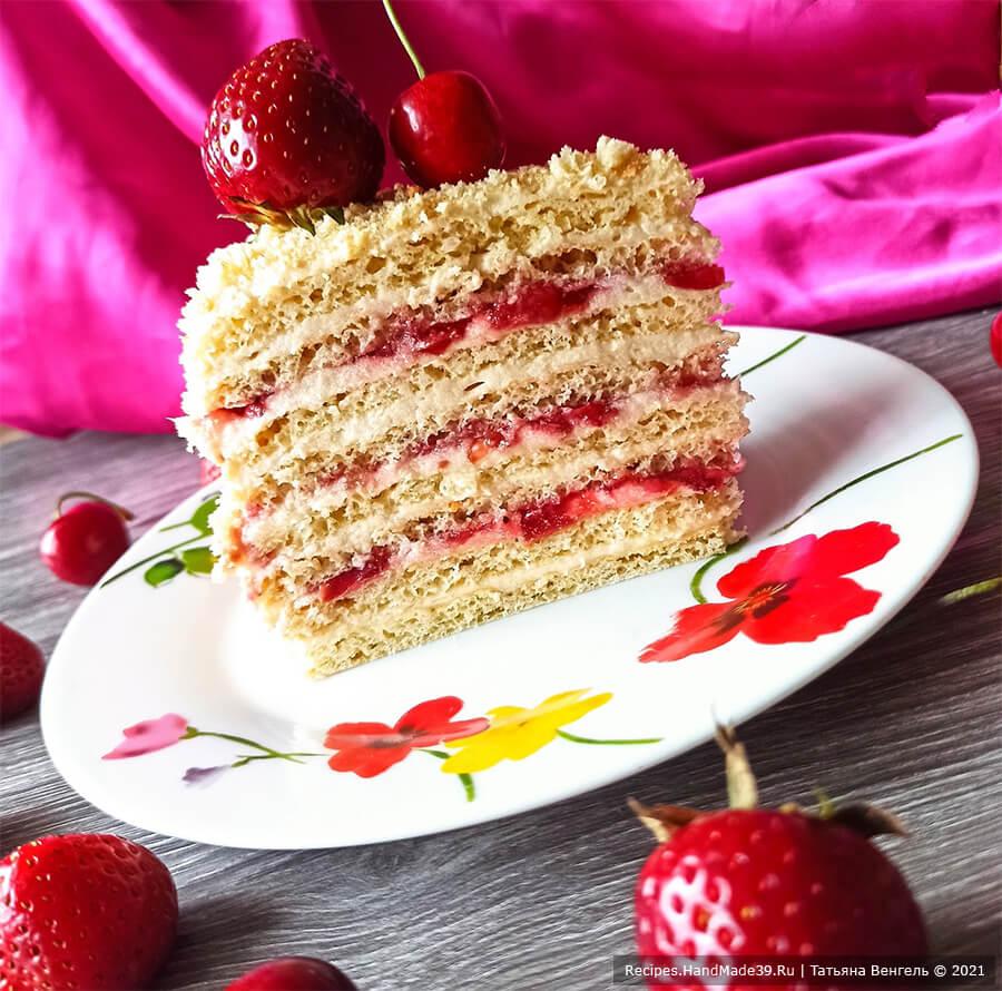Творожный торт с заварным кремом – фото шаг 17. Отправить торт на ночь в холодильник для пропитки. Украсить на свой вкус. Приятного аппетита!