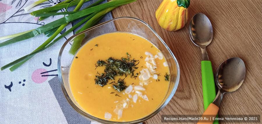 Суп-пюре из моркови – фото шаг 11. Залить супом. По желанию добавить зелень. Приятного аппетита!