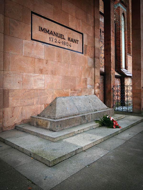 Могила Иммануила Канта в Кёнигсберге на острове Кнайпхоф (ныне Калининград, остров Иммануила Канта)