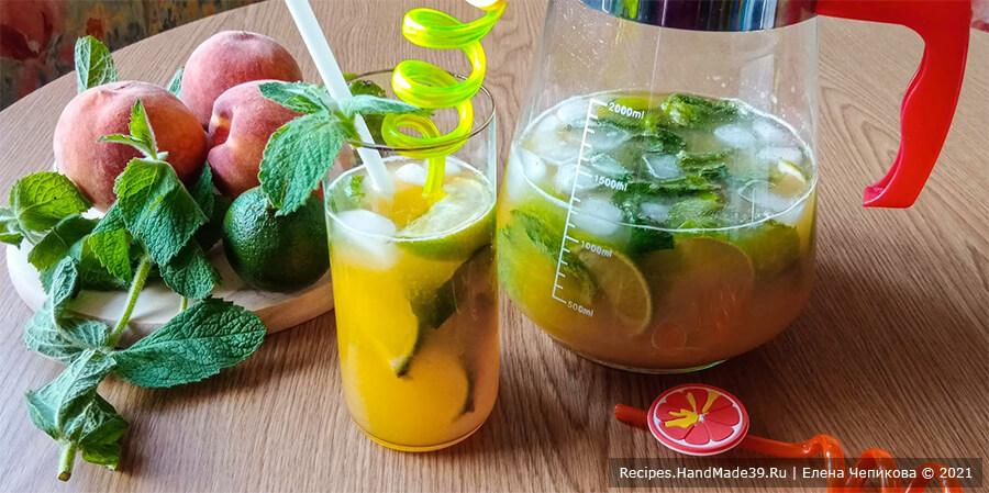 Персиковый мохито – фото шаг 9. Добавить лёд. Персиковый мохито перемешать и разлить по стаканам. Приятного аппетита!
