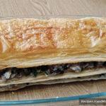 Закусочный торт «Наполеон» – фото шаг 16. Сверху «Наполеон» закрывается последним пластом теста