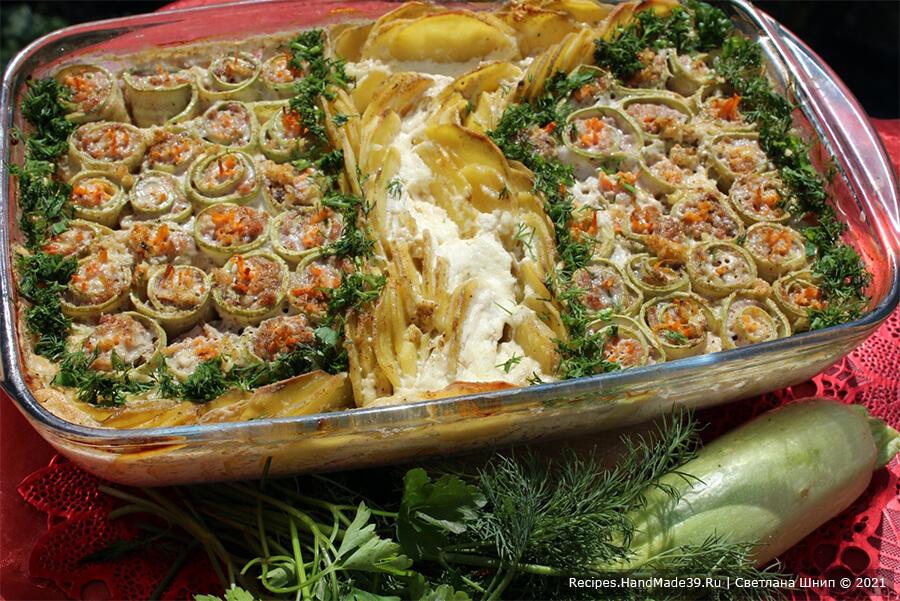 Рулетики из кабачков с фаршем – фото шаг 8. Зелень вымыть, измельчить, посыпать готовое блюдо. Приятного аппетита!