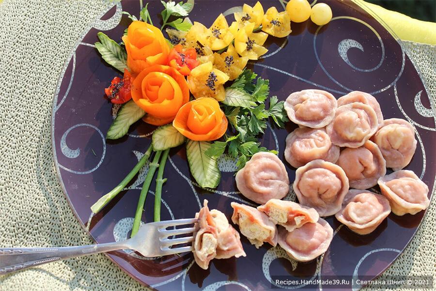 Свекольные пельмени – фото шаг 6. Пельмени отварить на пару или в воде. Приятного аппетита!