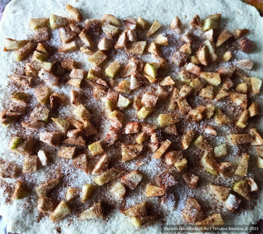 Творожный рулет с яблоками – фото шаг 6. Приготовление пирога