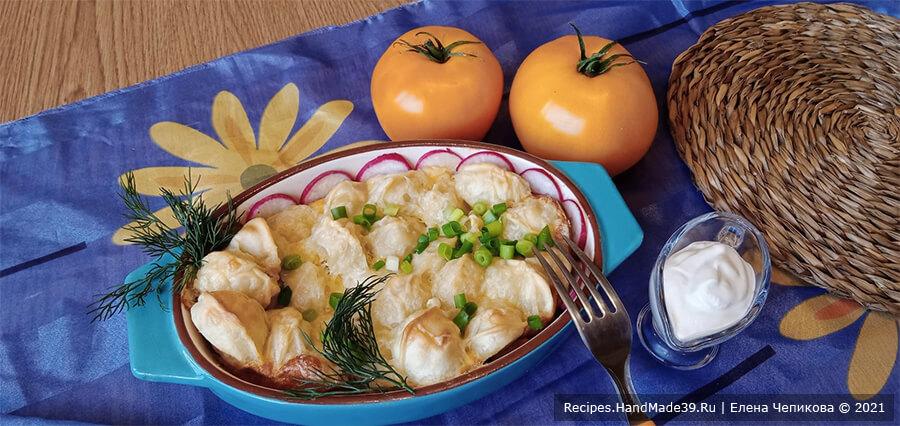 Пельмени, запечённые в омлете с сыром