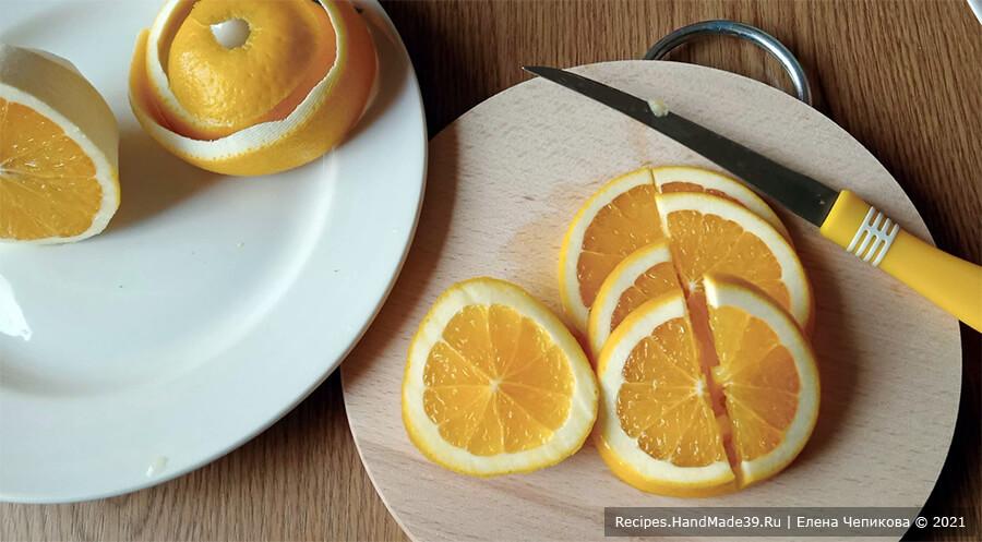 Брусничный морс – фото шаг 5. Апельсин вымыть, насухо вытереть ножом снять цедру с половины апельсина. вторую половину апельсина нарезать тонкими ломтиками, ломтики разрезать пополам