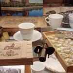 Старые и современные упаковки от марципана, посуда