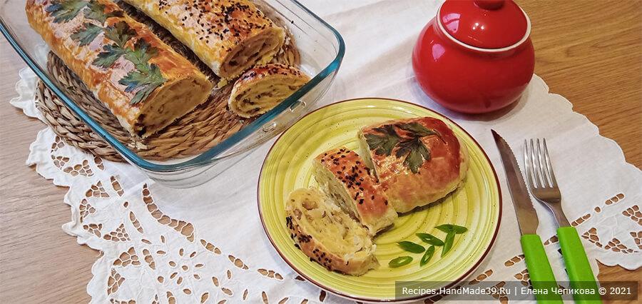 Штрудель с картофелем и грибами из слоёного теста