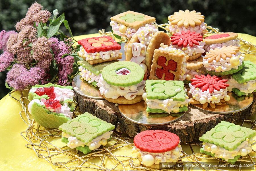 Пирожное «Зефиросэндвич с клубничным зефиром»